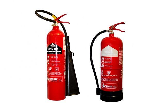 בדיקות תקופתיות של מטפי כיבוי אש ומערכות גילוי עשן
